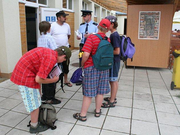Preventivní policejní akce v blanenském aquaparku.