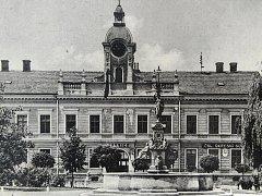 Historické foto blanenské radnice.