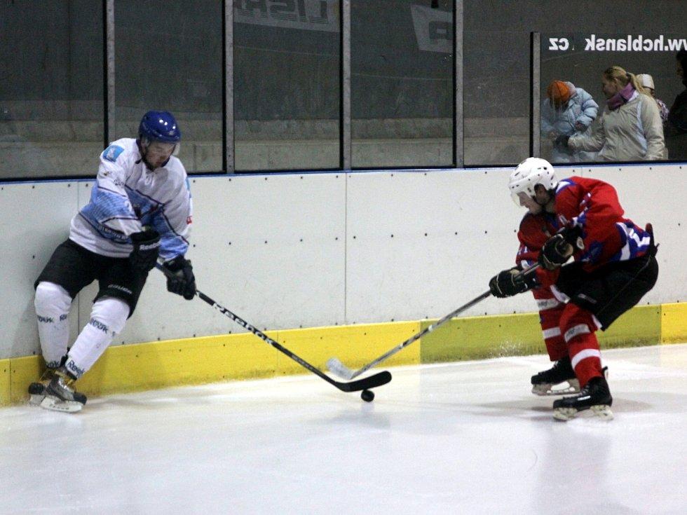 Hokejisté Blanska poprvé v sezoně vyhráli. Po nájezdech porazili Uherské Hradiště.