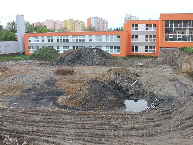 Nevyužitou jámu, která zůstala po rozestavěné boskovické sportovní hale, má nahradit centrum polytechnické výchovy.