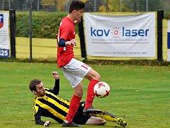 Ve 14. kole divize D zvítězili fotbalisté Blanska (červené dresy) v Nových Sadech vysoko 7:0.
