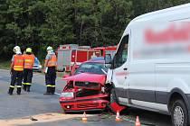 Tři lidé se zranili při srážce dodávky a osobního auta na silnici z Ostrova u Macochy do Sloupu. Nehoda se stala kolem poledne na křižovatce s odbočkou na Holštejn.