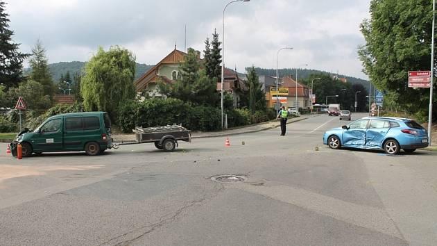 Dopravu museli krátce po nehodě řídit policisté.