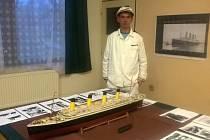 Miroslav Čolakovič ze Šebetova a jeho model Titanicu.