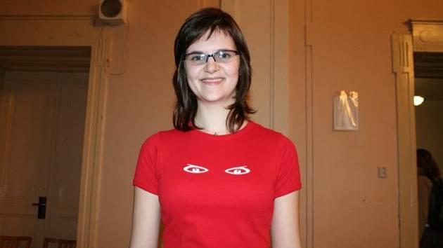 Jedna ze studentek, pracující na projektu Otevřené oči.