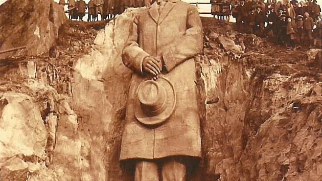 Do druhé světové války stála v areálu Jeskyně Blanických rytířů v Rudce u Kunštátu socha prvního prezidenta Československa. Vytvořil ji Stanislav Rolínek v roce 1928.