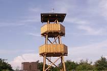 Rozhledna na vrchu Malý Chlum. Obyvatelé Obory ji otevřeli v roce 2005.