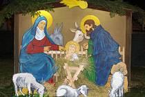 Na vánoční výzdobě ve Vavřinci se podíleli i tamní obyvatelé. Navrhli a vytvořili betlém.