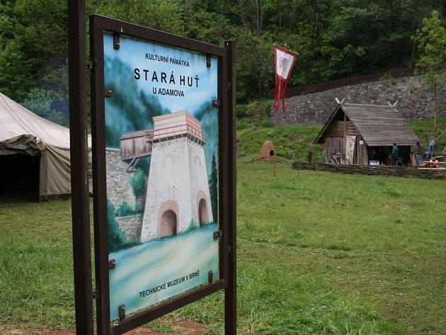 Turisté, kteří o víkendu navštíví Josefovské údolí u Adamova shlédnou ukázky starého železářského řemesla, keramiky a tkalcovství.