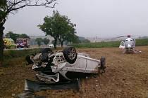 Nehoda u Černé Hory. BMW obrátil řidič na střechu.