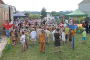 Děti z mateřské školy v Drnovicích si přichystaly pro své rodiče představení v indiánském duchu. Zástupci školky a obce pak děti posledního ročníku slavnostně pasovali na školáky.