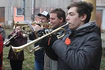 Muzikanti z dechového orchestru Malá Haná v neděli hráli například ve Vanovicích nebo ve Světlé.