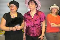 V jídelně Městské správy sociálních služeb se konal již pátý ročník Motýlkového kloboukového bálu.