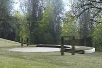 Ráječtí chtějí přestavět zchátralé letní kino v zámeckém parku na přírodní amfiteátr.