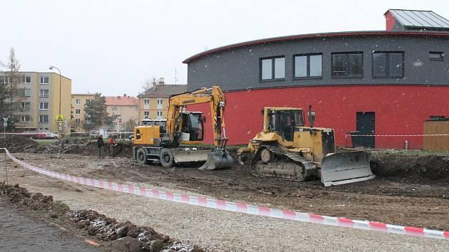 Šestadvacet nových parkovacích míst. Z toho dvě pro invalidy. Tak bude vypadat nové parkoviště v Blansku.