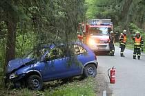 Při sobotní dopravní nehodě mezi Olomučany a Rudicí se lehce zranili čtyři lidé, z toho dvě děti. Auto narazilo do stromu.