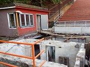 Dělníci se v Boskovicích opět pustili do oprav tamního letního kina.