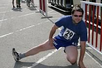 Na start posledního závodu jarní části běžeckého Hraběnka Cupu 2009 se ve středu postavilo jednačtyřicet běžců.