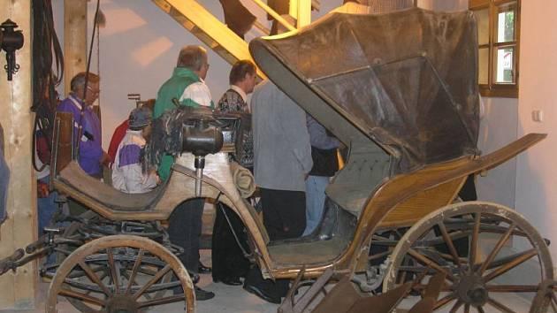 Lidé měli o prohlídku muzea velký zájem. Tahákem byl například historický kočár.