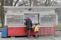 Trafika u vlakové zastávky v Blansku, která tam byla desítky let, brzy zmizí.
