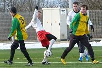 Fotbalisté Blanska (ve světlém) odehráli v přípravě už druhý zápas. Stejně jako ten první s Prostějovem padla spousta branek. Po drtivé porážce 7:0 s třetiligovým týmem tentokrát nastřílelo divizní Blansko Olympii z krajského přeboru šest gólů.
