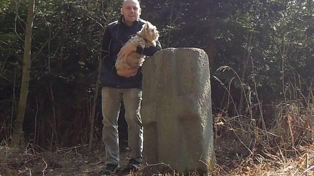 V dnešním díle se vypravíme do Deblína v okrese Brno-venkov. Podle pověsti tam zabil rozzuřený býk řezníka. Zamíříme i do obce Solnice na Rychnovsku. Křížový kámen je také v Bedřichově na Blanensku. Podle pověsti tam došlo k loupežné vraždě.