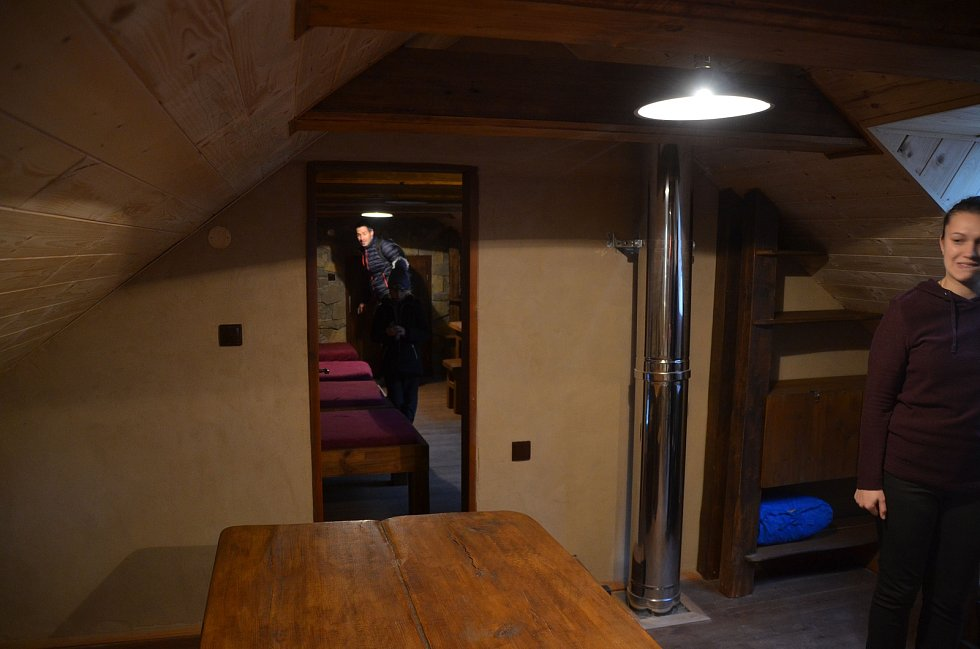 Lesní samoobslužný bar U poustevníka Jáchyma funguje u Ekologického volnočasového centra Švýcárna už tři roky. Nyní v této části Moravského krasu na Blanensku mohou turisté i přespat. V takzvaném DobroDomku. Jedná se o samoobslužnou útulnu.