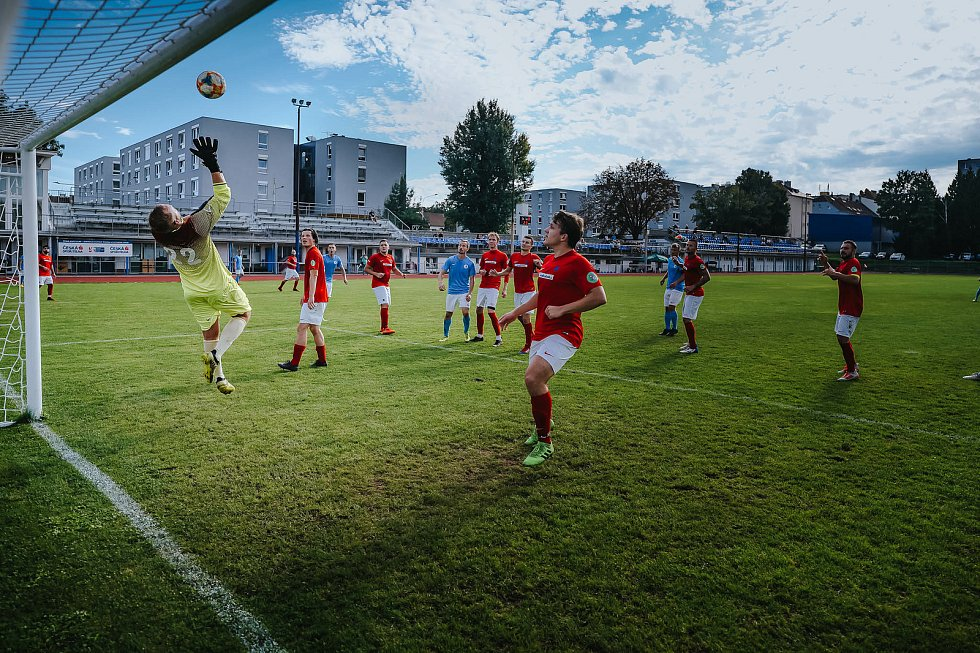 Fotbalisté Boskovic (v modrém) obdrželi na hřišti Moravské Slavie tři branky.