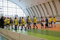 Florbalové souboje středoškolských týmů pokračují v jedovnické hale krajským finále.