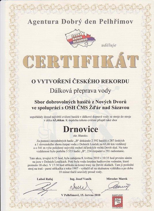 Certifikát k rekordu, kterého se účastnili také hasiči z Drnovic.