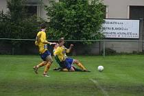 V záchranářském duelu o šest bodů porazilo Ráječko na těžkém terénu Ratíškovice 1:0.