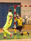 V posledním utkání první poloviny divize E prohráli futsalisté Pro-STATICu Blansko (žluté dresy) s Amorem Vyškov 4:11. Foto: Tomáš Srnský