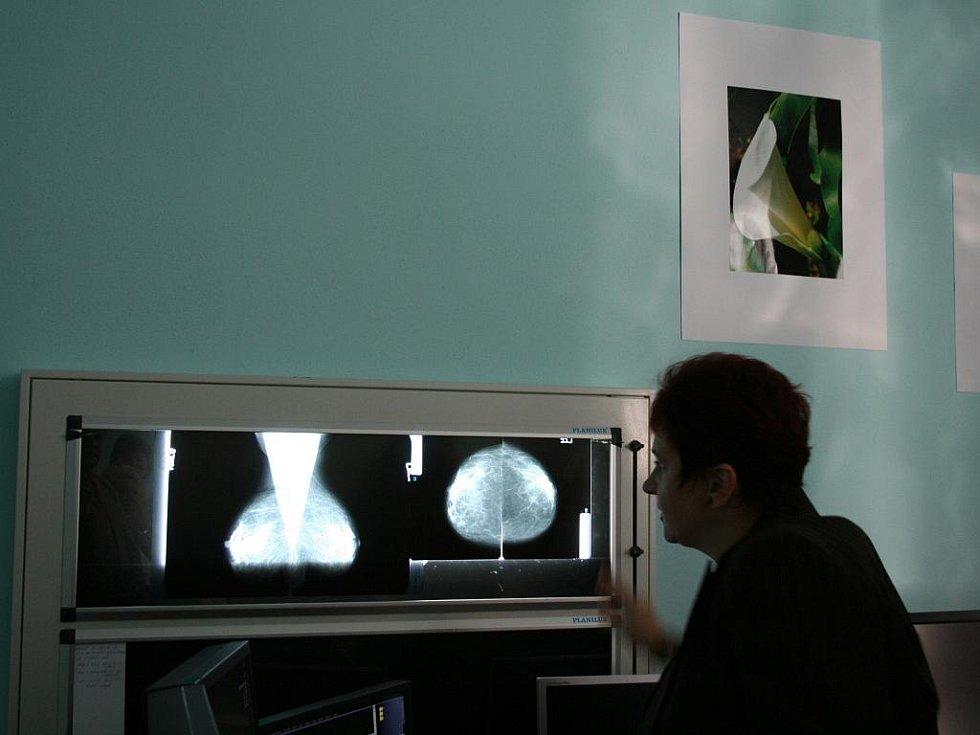 Provoz pracovišť digitalizovaných v rámci projetu druhé fáze digitalizace Nemocnice v Blansku slavnostně zahájila v pátek ředitelka nemocnice Vladimíra Danihelková.