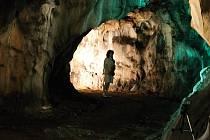 Iva Bittová zazpívala také v Kateřinské jeskyni.