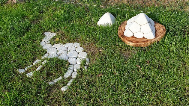 Zvalounů dělá Jindřich Stöhr zLetovic dekorace. Každý kámen je originál, říká jejich tvůrce.