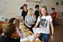 Studenti Obchodní akademie a Střední zdravotnické školy Blansko se v pondělí a úterý zapojili do projektu Studentských voleb.