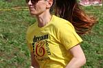 Sto týmů, přes čtyři tisíce běžců. Záplava žlutých triček. Na atletickém stadionu ASK Blansko v pátek po čtvrté hodině odpoledne odstartovala největší charitativní akce pod širým nebem v Česku.