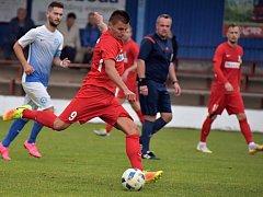 V 10. kole divize D vyhrál FK Blansko (červené dresy) na hřišti Slavoje Polná 2:1.