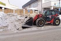 Úklid sněhu v Olešnici.