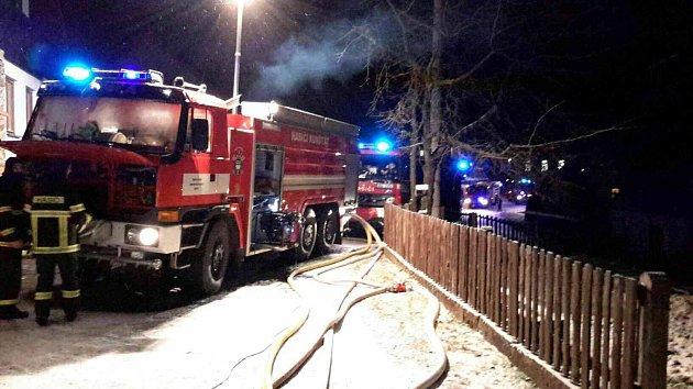 Požár stodoly vÚstupu. Hasiči vyhlásili druhý stupeň požárního poplachu.