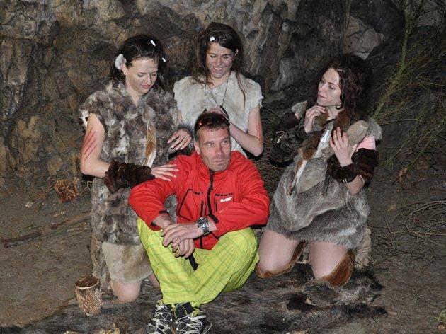 Návštěvníky ve Sloupsko-šošůvských jeskyních tento víkend uvítali neandertálci.