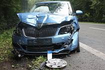 Na asi pětikilometrovém úseku mezi Blanskem a Šebrovem se často stávají dopravní nehody. Některé končí smrtí. Odborné měření prokázalo, že silnice má špatné protiskluzové vlastnosti. Nebezpečné podmínky částečně zmírní nový mikrokoberec.