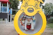 Nové atrakce pro děti na hřišti v parku městyse Svitávka nahradily původní dřevěné prvky, které už dosluhovaly.