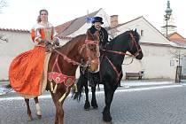 Masarykovo náměstí v Boskovicích ovládl v pátek dopoledne Vánoční jarmark tradičních řemesel a výrobků. Ten Boskovičtí pořádají už po šestnácté. Jarmark končí v sobotu v jednu hodinu odpoledne.