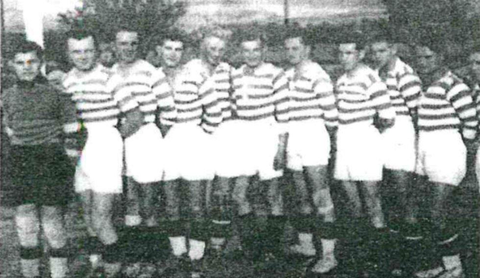 Tým SK Rájec z roku 1933 na hřišti ve Spešově.