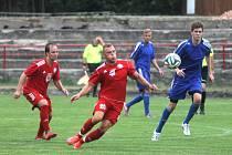 Fotbalisté Boskovic (v červeném) remizovali doma v přípravném utkání s TJ Svitavy 2:2.