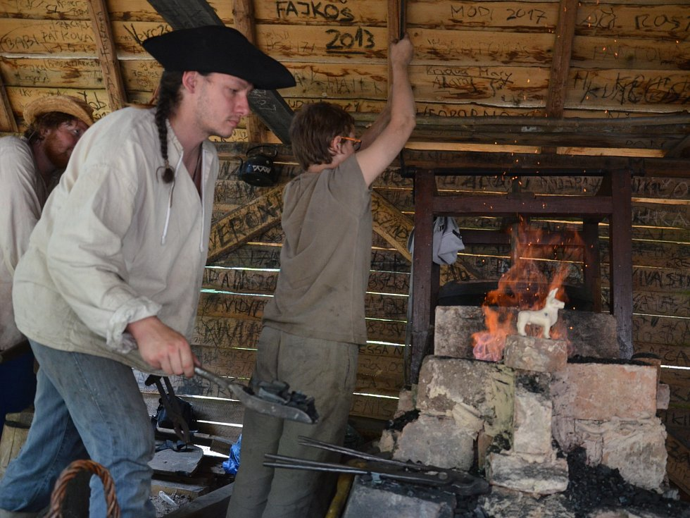 Řemeslníci v sobotu předvedli na Staré huti u Adamova tradiční řemesla z dob dávných Slovanů.