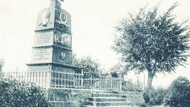 Pomník byl odlitý v Blansku. Slavnostního odhalení se dočkal v roce 1836 a na svém místě vydržel až do rozebrání v roce 1921. Zachráněna byla pouze deska s reliéfem.