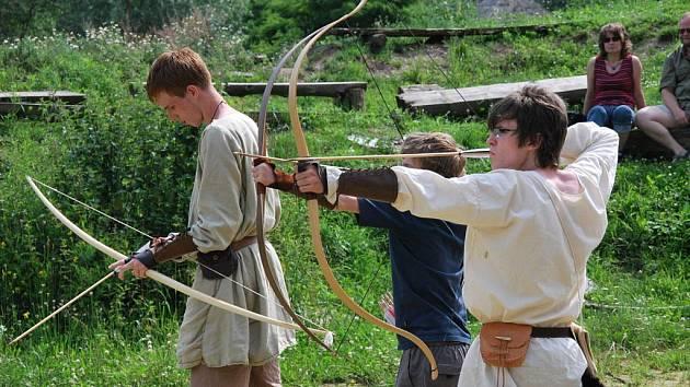 Den lukostřelby v keltské usedlosti Isarno.