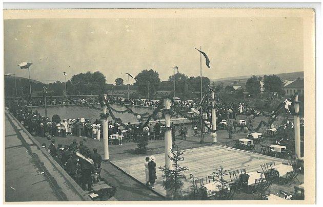 Slavnostní otevření koupaliště vBlansku vroce 1936.